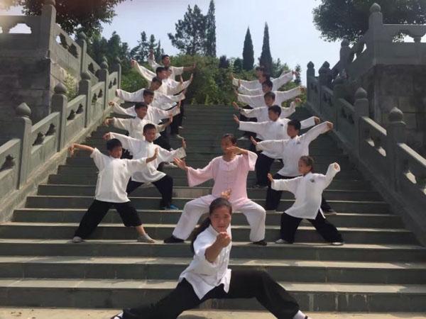 hinh-anh-nen-giao-duc-trung-quoc-va-nhung-chuyen-khong-tuong-4